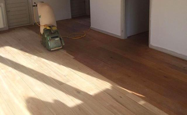 Houten vloer geschuurd van oud naar nieuw houten vloeren paleis