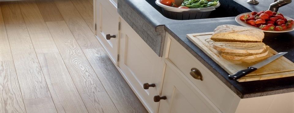 Kan een houten vloer ook in de keuken?